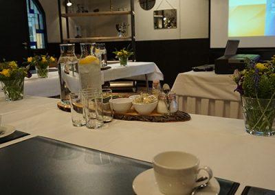 vergadering limianz zaal gelach drinken koffie thee frisdrank bhv cursus